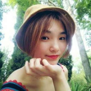 有些网友称她像林允,大大的眼睛配上可爱的脸蛋,真是个招人喜欢的女生